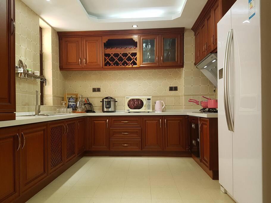 开放式厨房,厨具用品,一应俱全