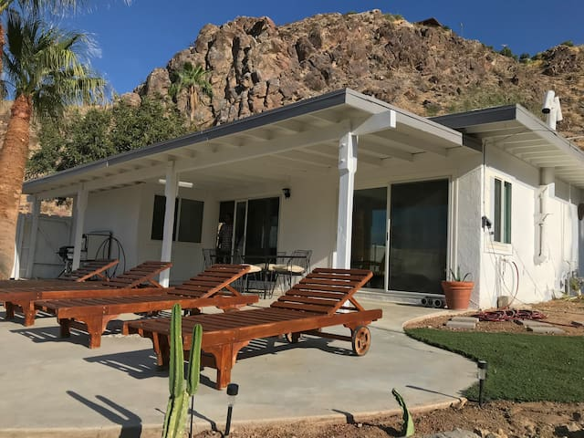 Palm Springs Mid Century House with Dipping Pool
