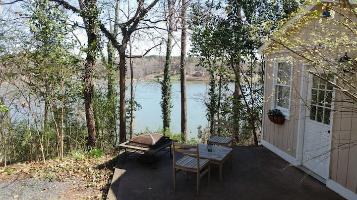 Waterfront Guesthouse near Whitewater Center USNWC