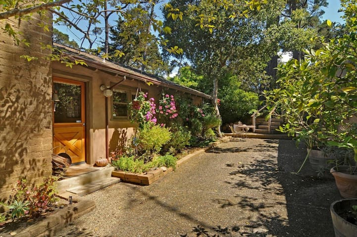 3BR cottage in quiet Carmel forest