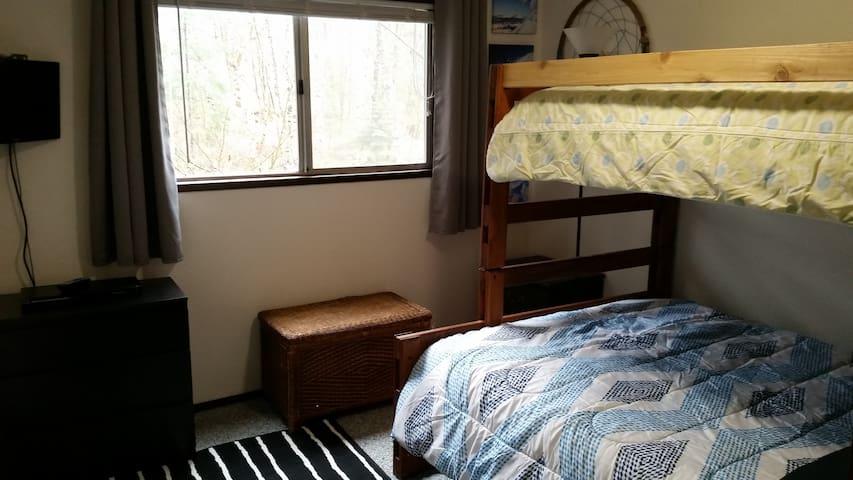 Bedroom 2 (bedroom 2 of 4).