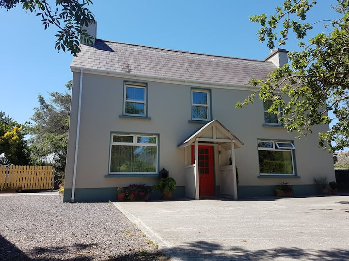 Comfy Home in a beautiful part of Dingle Town.