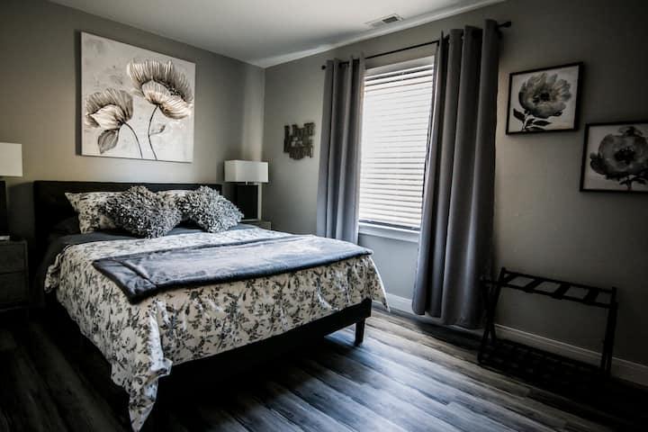 Suburban Dream Home ✤ 3BR House ✤ 18 mins to STL