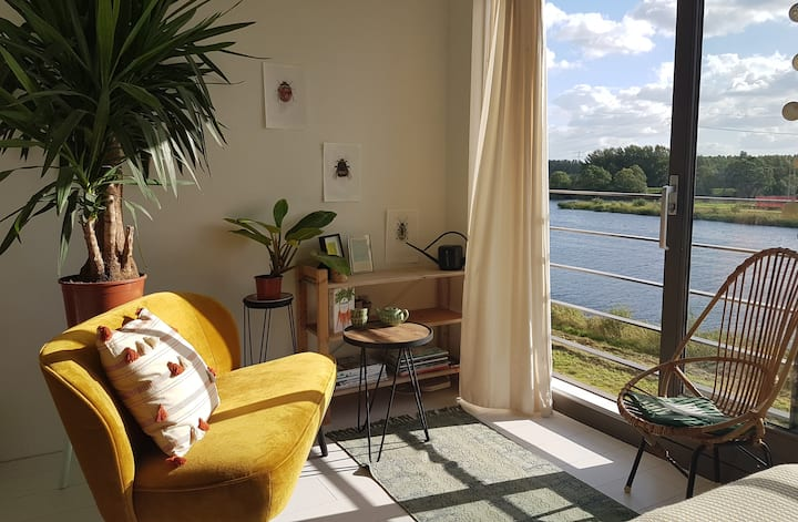River View Amsterdam  private studio en bathroom
