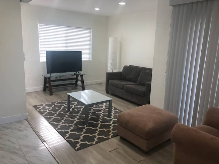 BRAND NEW 1bd-1bath unit with parking in Hollywood