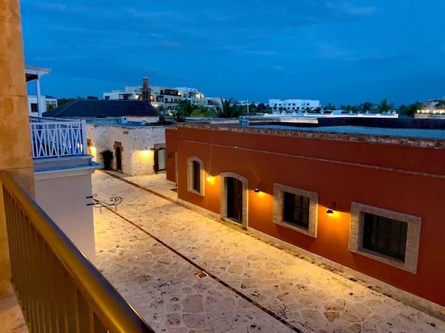 Balcony Hall Apartment King Bed2017