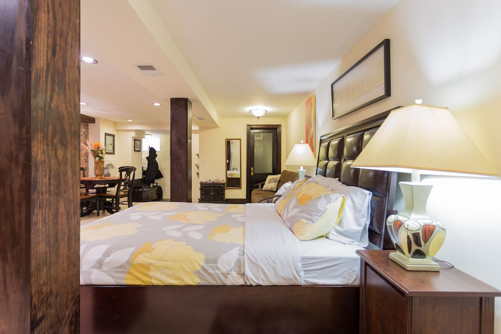 amazing 550 sq ft studio apartment appartamenti in affitto a brooklyn new york stati uniti. Black Bedroom Furniture Sets. Home Design Ideas