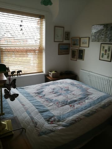 Small double room in quiet location - Hasland