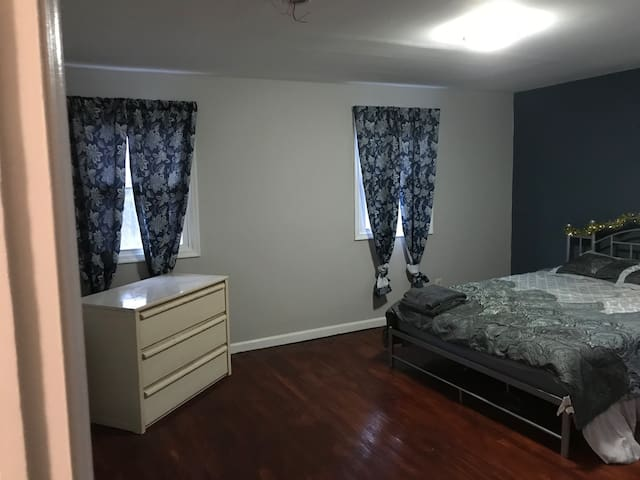 Cherry Hill Executive's Room- 20Min from C.C Phila