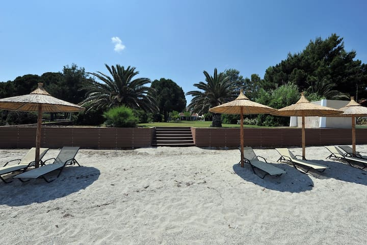 Luxurius costal villa in Pefkohori Chalkidiki