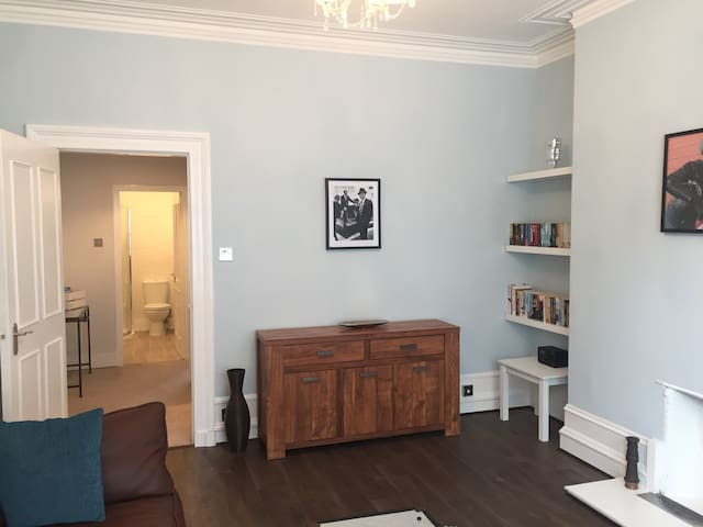 Immaculate city centre one bed flat with parking. - Aberdeen - Apartment