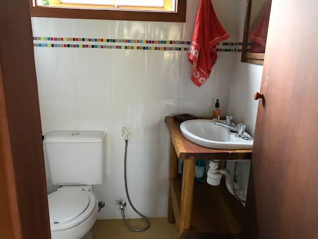 Banheiro da sala de estar.