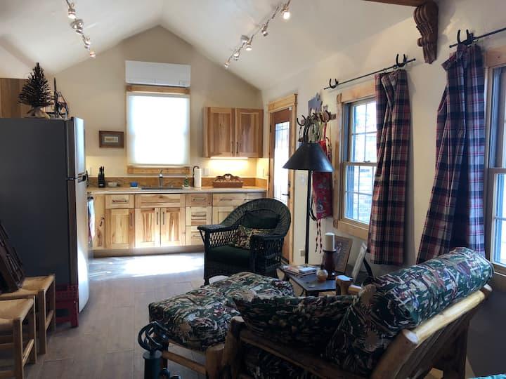Tiny Lovely Bunkhouse. Safe, private retreat.