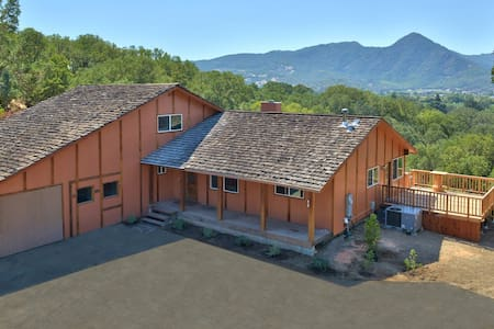 Country Oasis with Vine Views! - Hopland - Haus