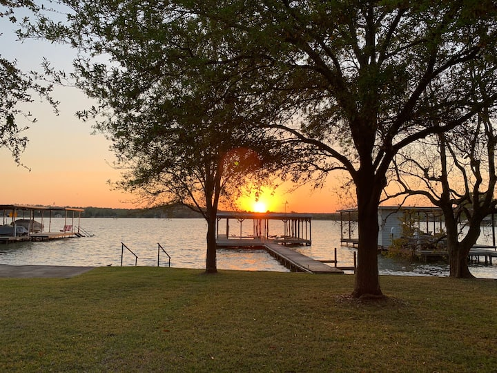 Lake LBJ - Sunset Cottage. Winter Texans welcome!