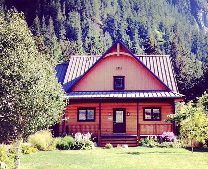 Elegant and Warm Squamish Log Cabin