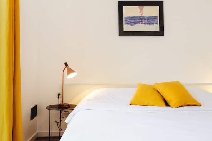 Lovely 1 Bedroom APT in center: AC & FREE BIKES