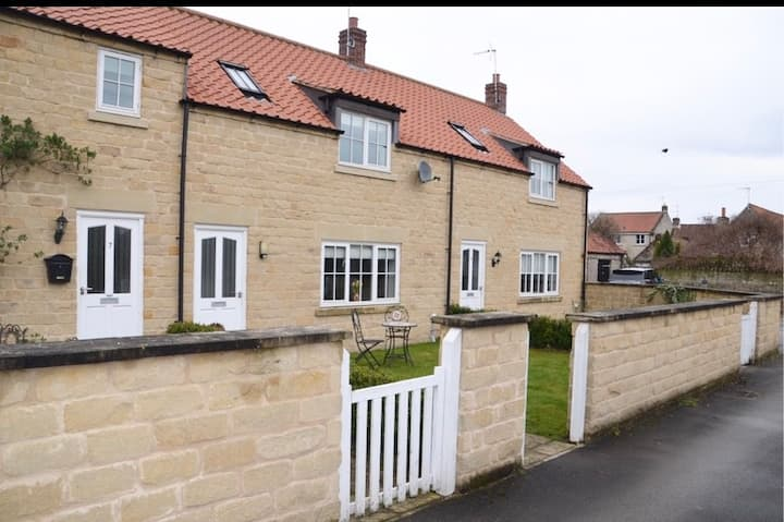 Cottage in the centre of Helmsley, with garden