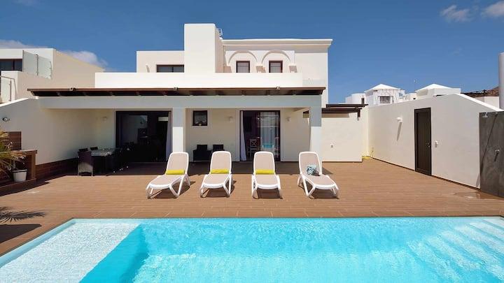 villa con piscina privada con vistas al mar, Villa anti estrés