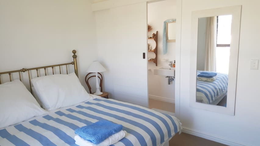 1 Bedroom in tranquil, sunny Onrus home - Vermont - Hus