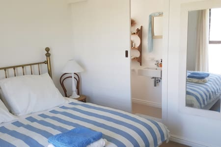 1 Bedroom in tranquil, sunny Onrus home - Vermont - Casa