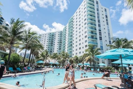 Rent The Tides Hollywood Beach FL 16th Flr 1BR/1BA - Hollywood