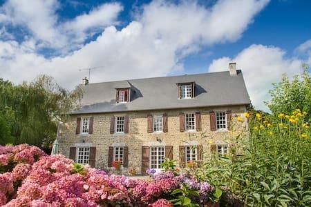 La Germainiere Normandy Farmhouse - Grimesnil