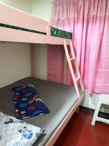 Cheap Room 1 by the Market