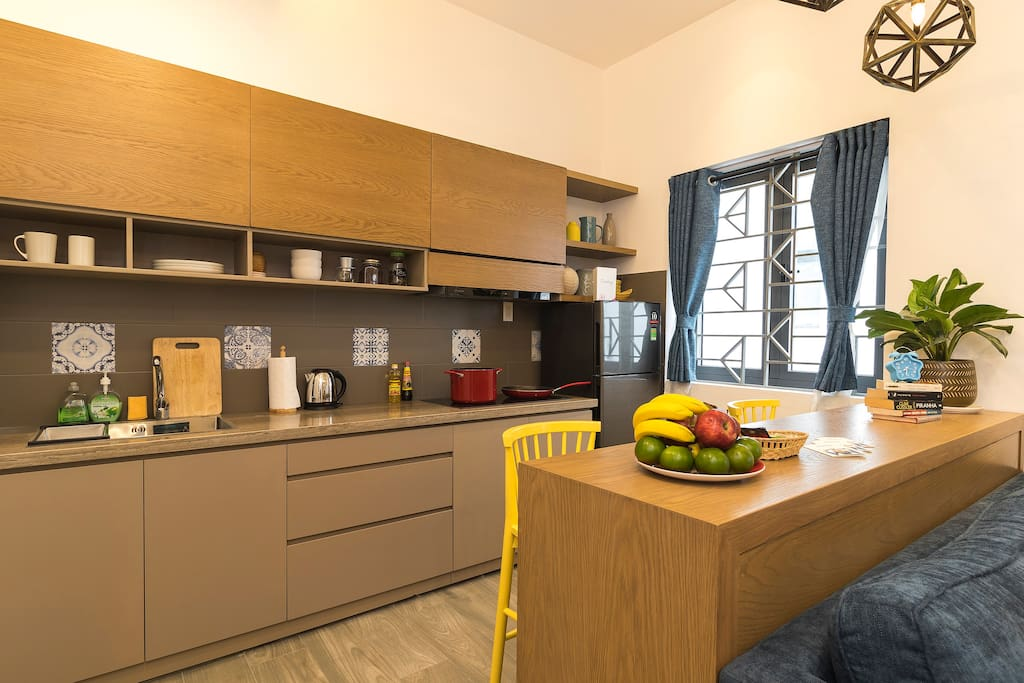 Fully quipped kitchen in a modern and cozy decor