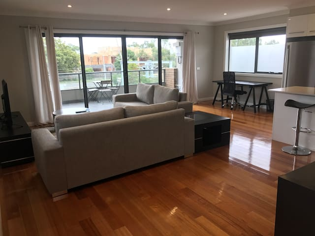 Modern light-filled stylish place! 2br 1ba 1carP - Bayswater - Apartment