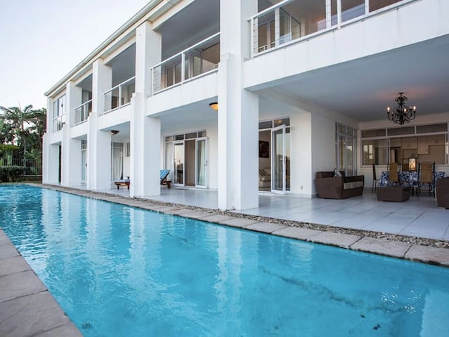 The Beach House on 96 - Umhlanga - Casa