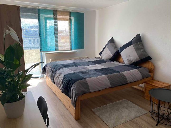 Zentrales schönes Zimmer in Rostock mit Balkon