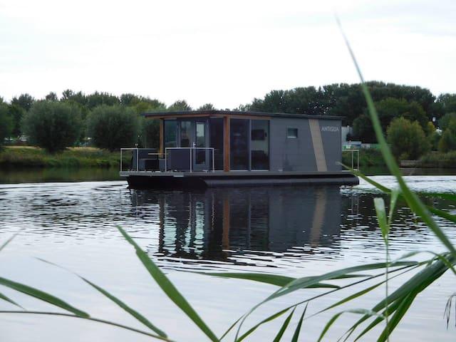 De DAM - Beautiful Two Bedroom Boathouse