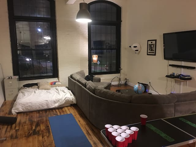 1200 sq Loft with Darts, Ping Pong, WIFI and more