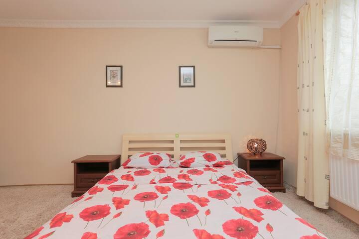 Спальня - кровать