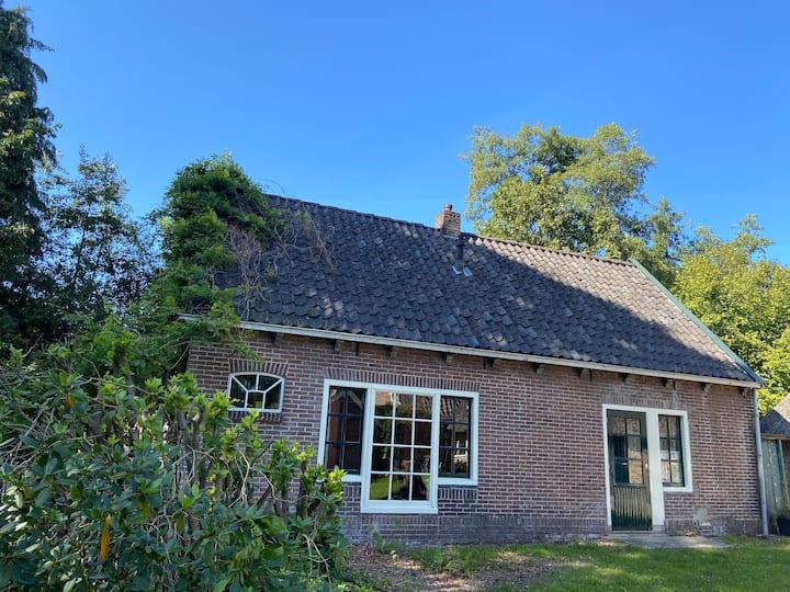 Prachtig huisje in bos, Landgoed Olterterp Lodges