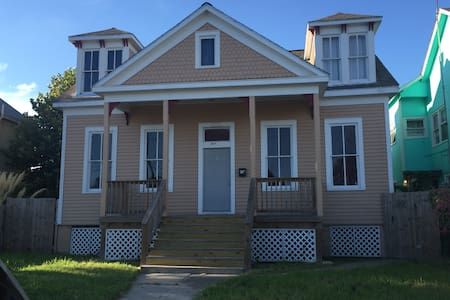 Upstairs, 1 bedroom, full kitchen - Galveston