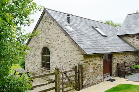 Delightful pet-friendly spacious barn conversion in Exmoor National Park - Dulverton,