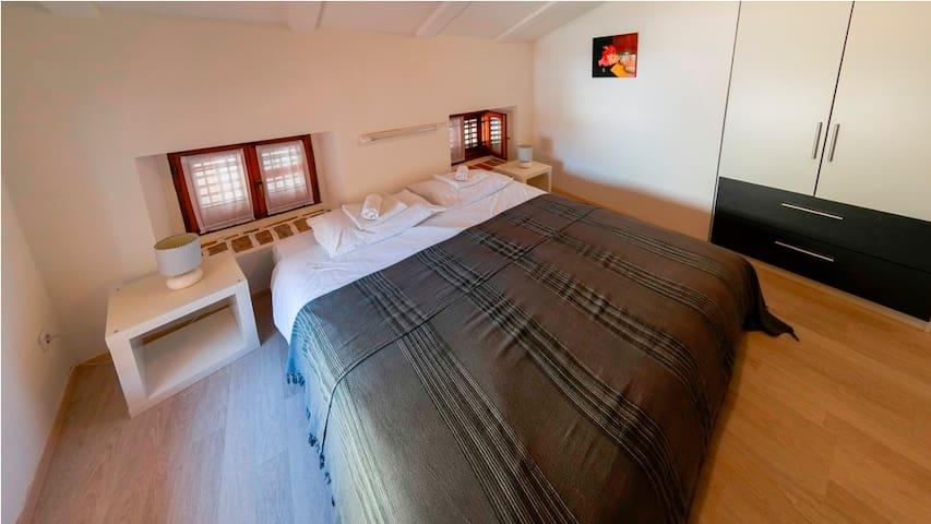 Villa Borgo B&B double room top floor - Unit 2 - Motovun - Bed & Breakfast
