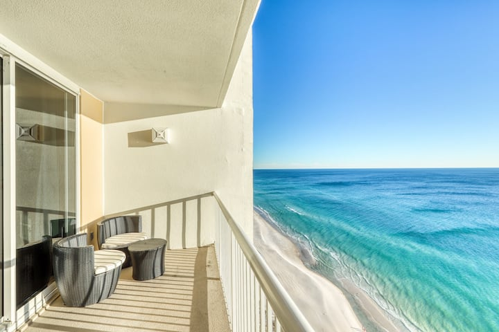Cozy coastal efficiency with shared pool, hot tub and easy beach access