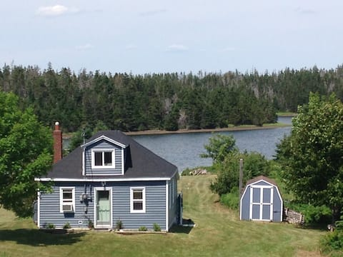 Charming Cottage by the Sea. Sept-March $ Reduced