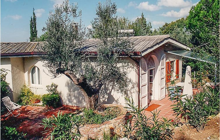Holiday cottage with 4 bedrooms on 160m² in Castagneto Carducci