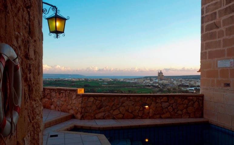 Ta' Vitor - *stunning villa with pool and views*
