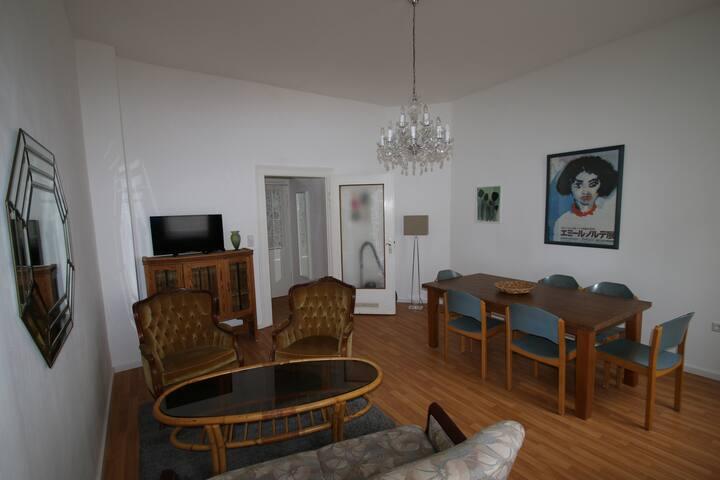 Sunny and Spacious 2nd floor two bedroom - Fürth - Apartamento