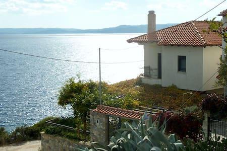 Το σπίτι πάνω από τη θάλασσα - Pyrgadikia