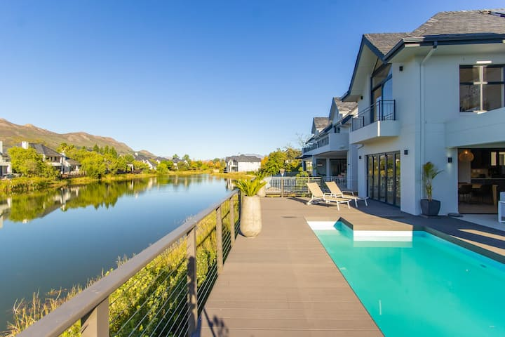 Stunning  Pool House on Pearl Valley golf estate