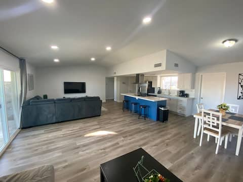 *Newly Remodeled* 2bed 2bath Private Home