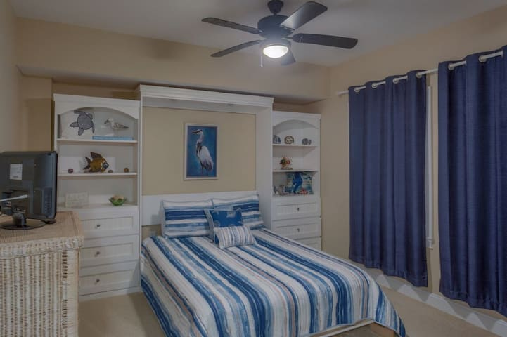 Mexico Beach, Community Pool & Hot Tub, Very Close To Beach ~ Paradise Shores 302