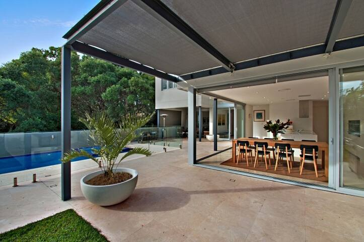Resort Style Living Private & Quiet in Lane Cove - Lane Cove - House