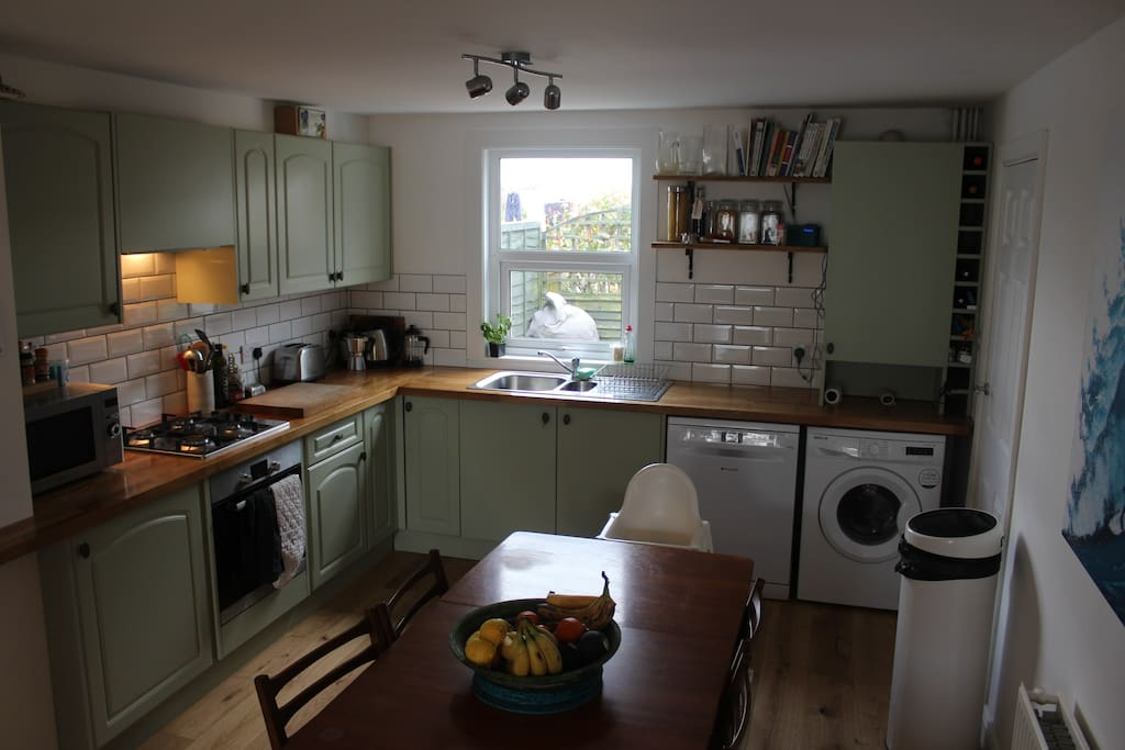 Fully equipped, newly renovated family kitchen